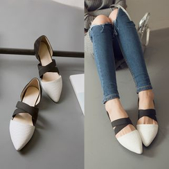 Pangmama - Cross Strap Pointy Flats