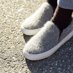 chuu - Colored Faux-Fur Slip-Ons