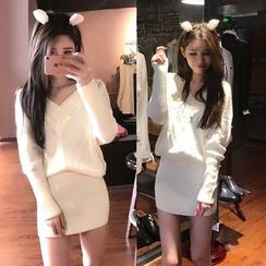 Trinie - 纯色V领毛衣连衣裙