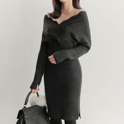 Wild Ivy - Scallop Neckline Sheath Knit Dress