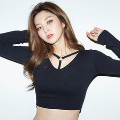 chuu - Strappy-Neck Slim-Fit Cropped Top
