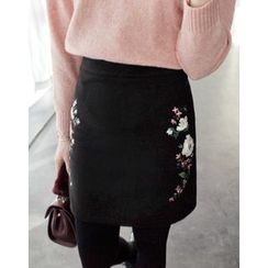 UPTOWNHOLIC - Embroidered Pencil Skirt