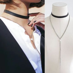 Ticoo - Faux Pearl Necklace with Faux Leather Choker