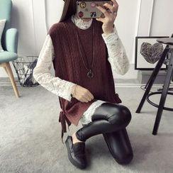 Qimi - Set: Lace Long-Sleeve Top + Knit Vest