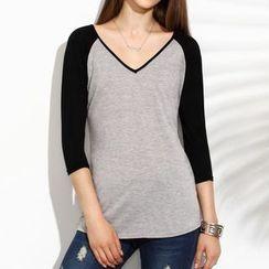 Rebecca - V-neck Raglan 3/4-Sleeve T-shirt