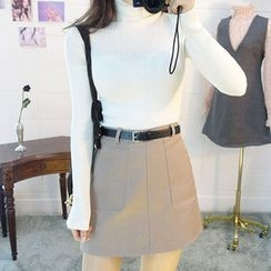chuu - Dual-Pocket A-Line Mini Skirt with Belt