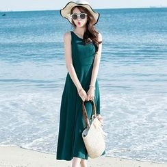 Jolly Club - Sleeveless Midi Sundress