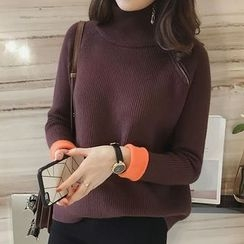 Little V - Turtleneck Sweater