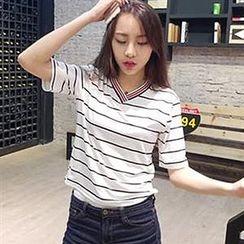 Champi - V-neck Stripe T-shirt