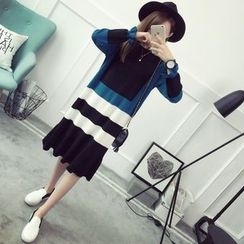Qimi - Color Block Midi Knit Dress