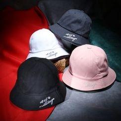 Mad Hatter - Lettering Bucket Hat